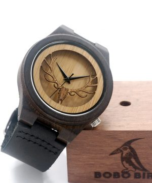 Luxusné drevené pánske hodinky v tmavej farbe s hlavou jeleňa
