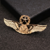 Prepracovaná pánska brošňa na šaty - armádne krídla v zlatej farbe
