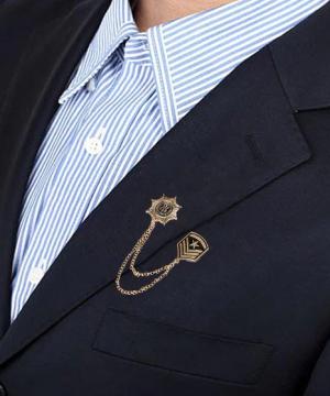 Prepracovaná pánska brošňa na šaty - vojenská medaila, hodnosť zlatá