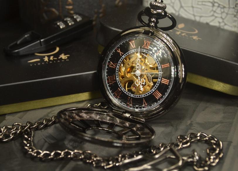 Prepracované pánske vreckové hodinky v luxusnom čiernom prevedení f59e27b1bad