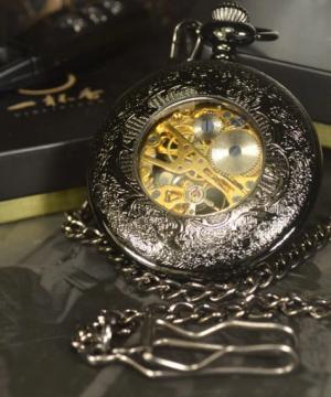 Prepracované pánske vreckové hodinky v luxusnom čiernom prevedení