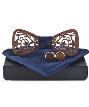 Tmavý drevený motýlik + vreckovka + manžety vo viacerých farbách