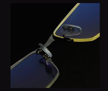 Štýlové pánske okuliare na počítač s čiernym hranatým rámom
