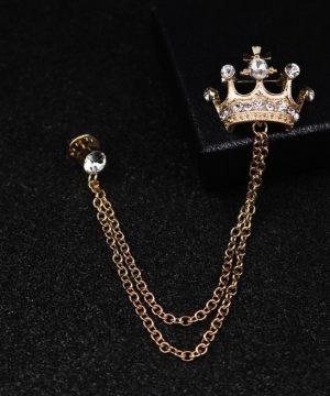 Prepracovaná brošňa pre pánov v tvare zlatej kráľovskej koruny s kryštálikmi