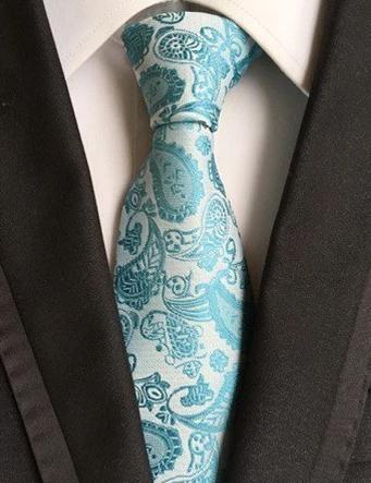 Spoločenská pánska viazanka s luxusným vzorom v svetlo modrej farbe