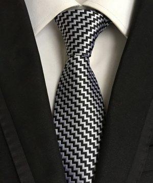 Pánska kravata s jednoduchým čierno-bielym vzorom