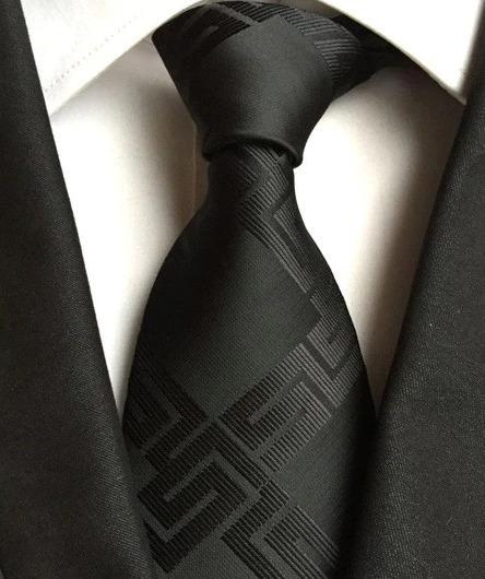 Pánska kravata v čiernej farbe s luxusným lesklým vzorom