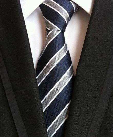 Pánska kravata v modrej farbe s bielymi a sivými pásikmi