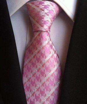Pánska kravata v ružovo-bielej farbe s prepracovaným vzorom