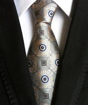 Pánska kravata v sivej farbe s prepracovanou zlatou štruktúrou