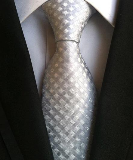 Pánska kravata v strieborno-sivej farbe s károvaným vzorom