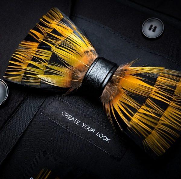 Luxusný pánsky motýlik z vtáčích pierok, žlto-čierny
