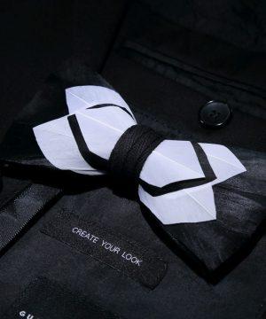Luxusný pánsky motýlik z vtáčích pierok, bielo-čierny