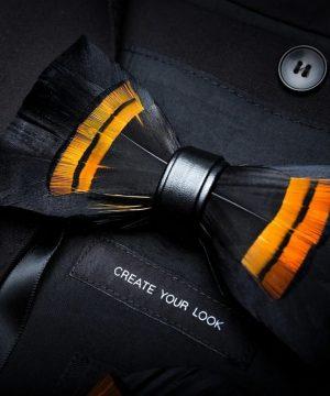 Luxusný pánsky motýlik z vtáčích pierok, pomarančovo-čierny