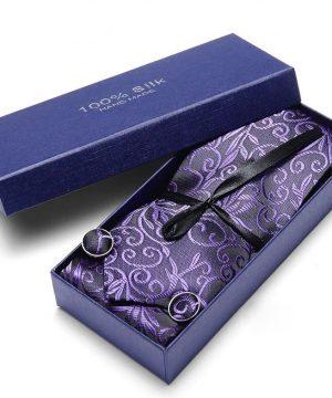Pánsky darčekový set - kravata + manžety + vreckovka s fialovým vzorom
