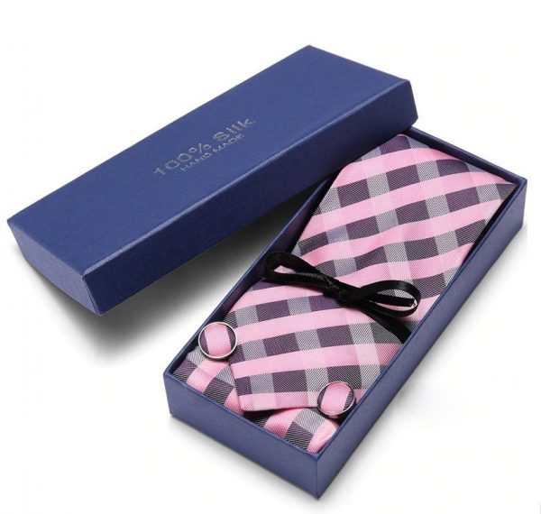 Pánsky darčekový set - kravata + manžety + vreckovka s ružovým vzorom