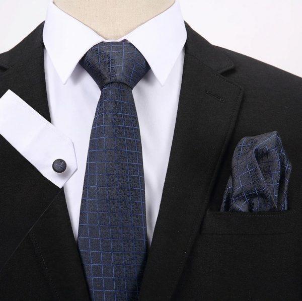 Pánsky darčekový set - kravata + manžety + vreckovka s tmavo-modrým vzorom
