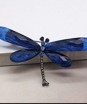 Prepracovaná brošňa v tvare vážky v niekoľkých farbách