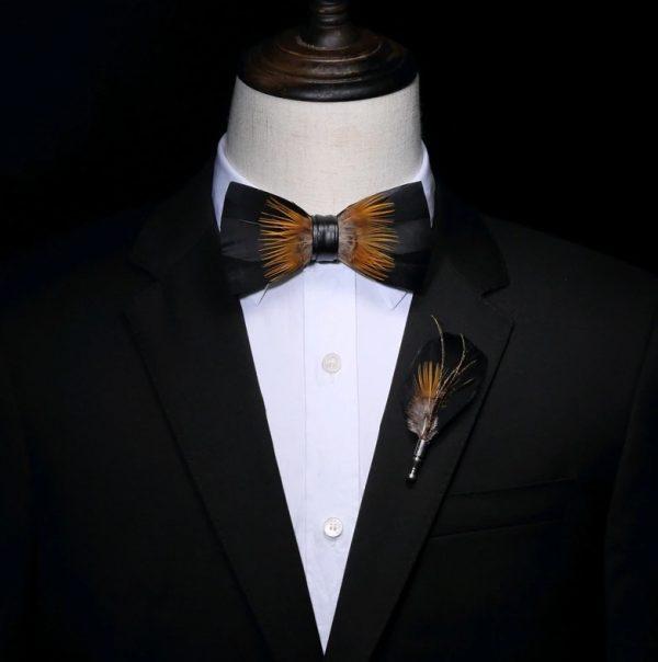 Luxusná sada - pánsky motýlik z vtáčích pierok a brošňa na šaty model_12