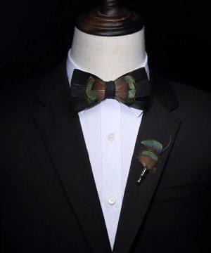 Luxusná sada - pánsky motýlik z vtáčích pierok a brošňa na šaty model_22