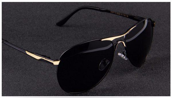 Vysoko polarizované pánske slnečné okuliare - čierno-zlaté pilotky