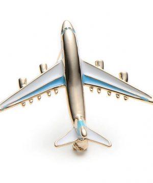 Prepracovaná smaltovaná brošňa v podobe dopravného lietadla