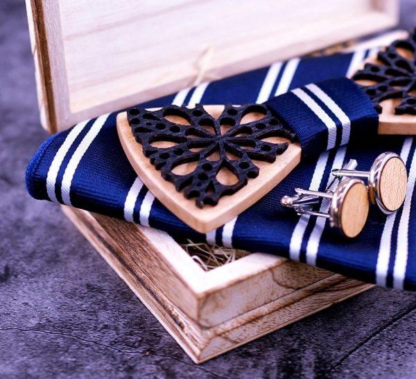 Dvoj-vrstvový drevený set - drevený motýlik+brošňa+manžety+vreckovka