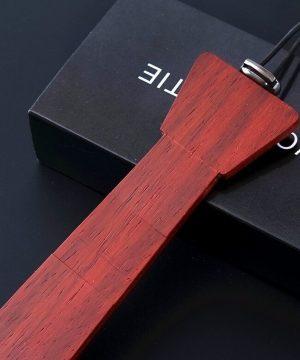Pánska drevená kravata z prírodného čerešňového dreva