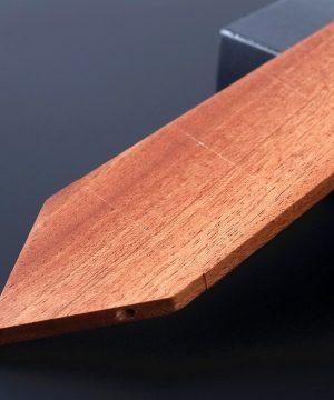 Pánska drevená kravata z prírodného dubového dreva