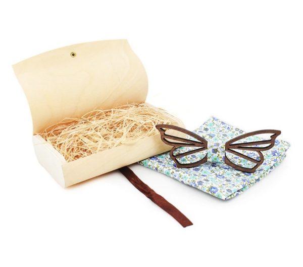 Pánsky drevený motýlik vyrezávaný do tvaru motýľa s vreckovkou