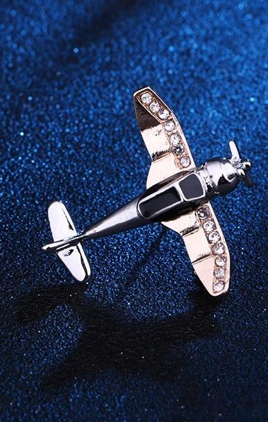 Luxusná brošňa v tvare malého lietadielka s kryštálikmi