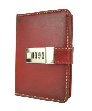 Malý kožený zápisník z prírodnej kože na heslový zámok, ručne tieňovaný.