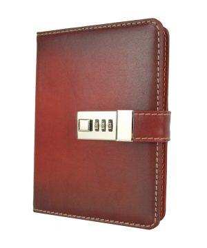 Veľký kožený zápisník z prírodnej kože na heslový zámok, ručne tieňovaný, tmavo červená farba.