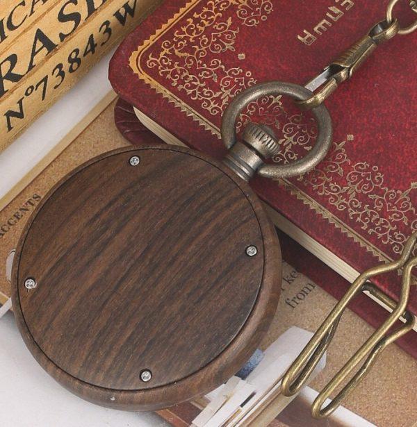 Kvalitné drevené vreckové hodinky s vintage ciferníkom
