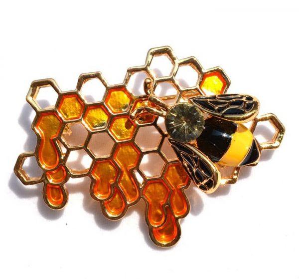 Luxusná brošňa v tvare prepracovanej včely na medovom plaste