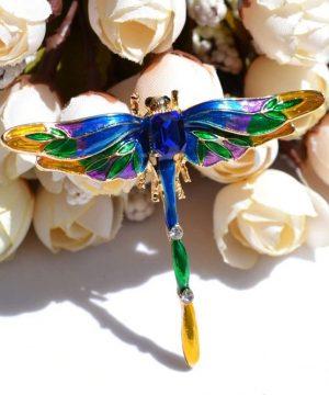 Prepracovaná farebná brošňa na šaty v tvare vážky