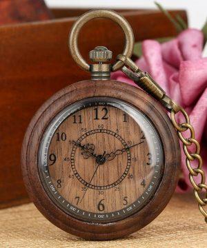 Prepracované drevené vreckové hodinky s historickým ciferníkom